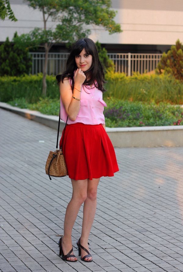 pink_equipment_blouse_red_skirt4