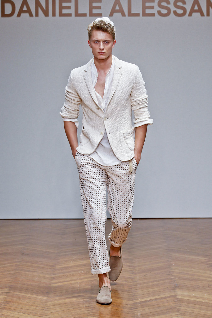 SS13 Milan Daniele Alessandrini008_Max Rendell(fashionising.com)