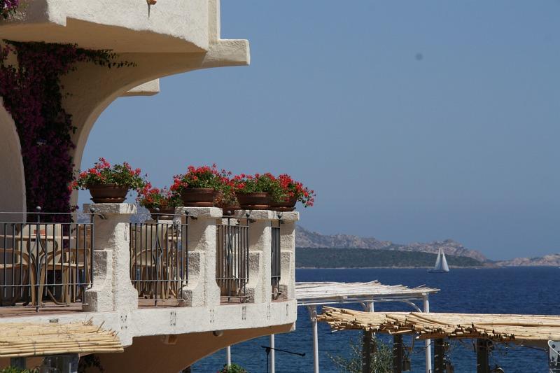 IMG_3674 балкон отеля и море - гориз