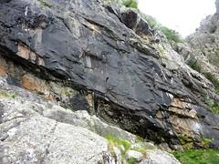 Vire de l'Andadonna : la petite traversée rocheuse après le 2ème ravin avec une variante d'Eckard