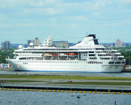 Gemini @ Royal Albert Dock 15-07-12 by ajbc2