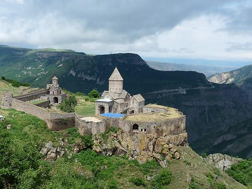 Klášter Tatev aneb pět set mnichů-filozofů hlubokých jako moře