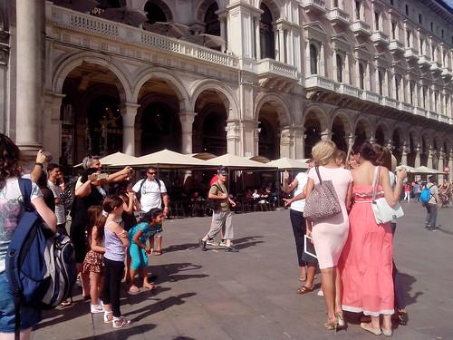 Scatti tra gli turisti dell'est by Ylbert Durishti