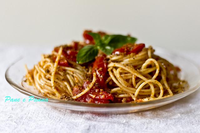 Pasta al profumo di peperoni e briciole2