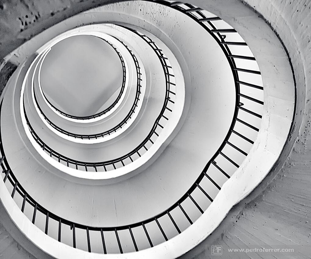Simetrías inalterables en el espacio-tiempo. V.- E{o}3