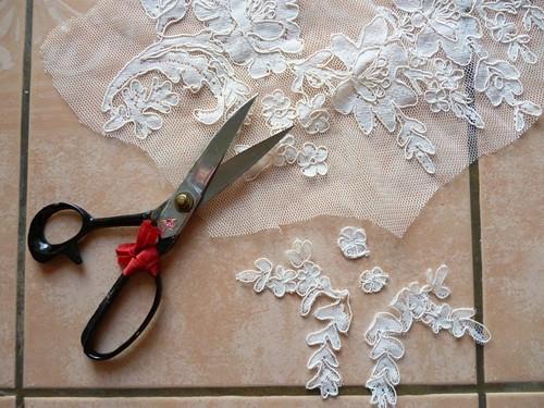 1 cut lace