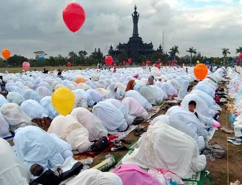 When is Eid al-Fitr in 2012?