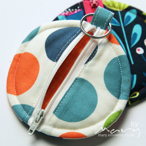 Circle Zip Earbud Pouches