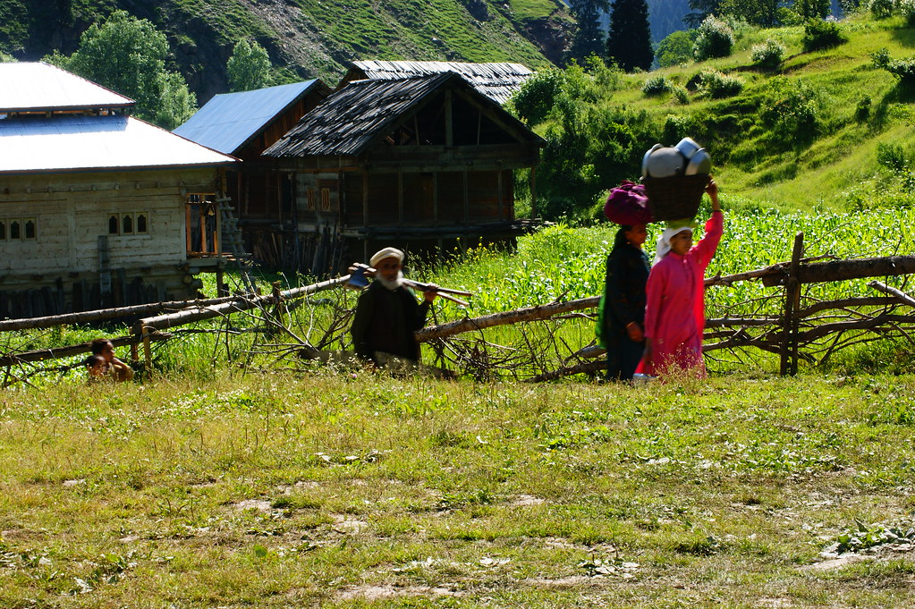 """MJC Summer 2012 Excursion to Neelum Valley with the great """"LIBRA"""" and Co - 7607838002 7c90d08155 b"""