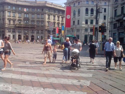 Guarda chi c'è in piazza Cordusio by Ylbert Durishti
