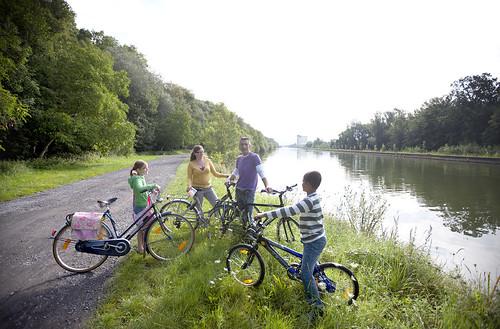 (c) Westtoer // Paisaje típico de esta región: canales con su carril bici