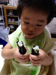 海苔巻き食べるとらちゃん (2012/7/25)