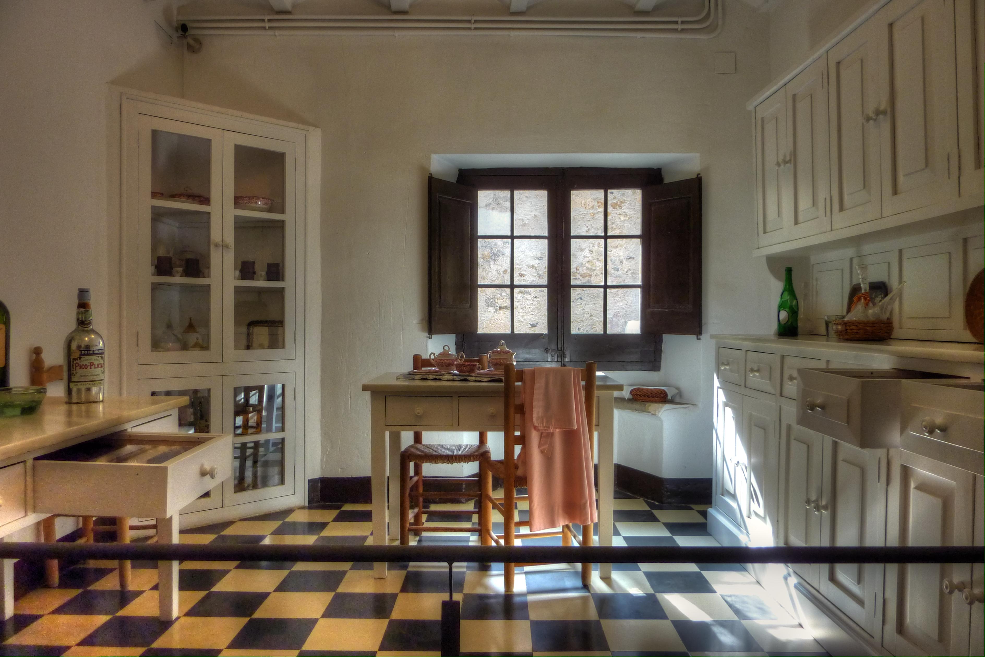 Cocina cocina del castillo de pubol hdr by fotero - Cocinas castillo ...