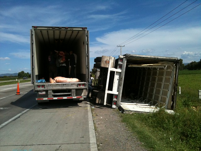 Accidentes De Trailers En Mexico http://www.flickr.com/photos/inqro/7687199782/