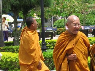 Monks at Patuxai Arch