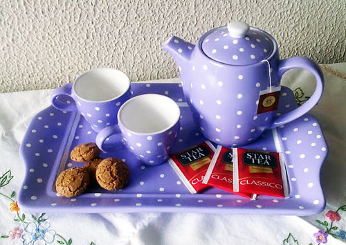 http://www.donna-in.com/2012/02/tea-time-come-realizzare-un-set-da-te-a-pois/