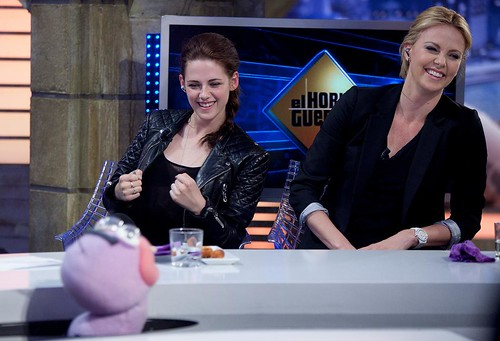 Charlize and Kristen on El Hormiguero. Madrid, Spain (May 17)
