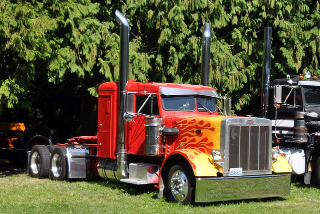 1971 Peterbilt 359 http://www.flickr.com/photos/46535856@N08/7303540082/