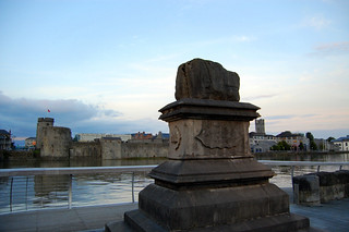 Attēls no The Treaty Stone. ul limerick kingjohnscastle