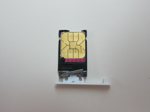 Nokia Lumia 900 - SIM Tray