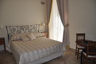 http://hojeconhecemos.blogspot.com/2011/07/sleep-hotel-le-clarisse-roma-italia.html