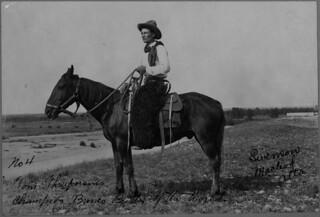 Tom Three Persons, of the Kainai First Nation, won the saddle bronc championship at the 1912 Calgary Stampede / Tom Threepersons, de la Première Nation Blood, a remporté le championnat de monte de chevaux avec selle au Stampede de Calgary de 1912