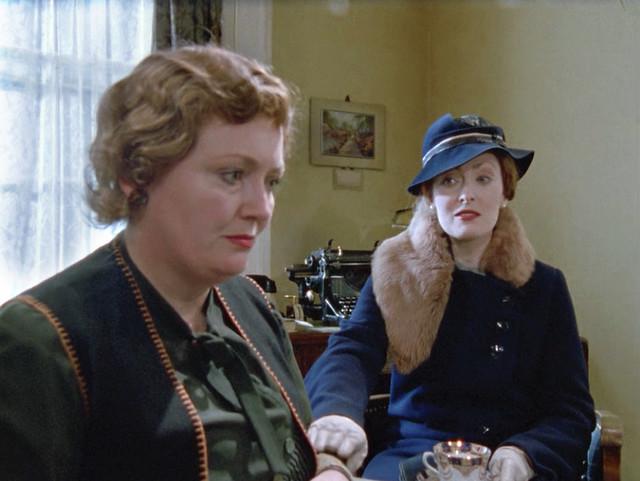 Poirot_MsLemon_HickoryDickory_furstolebluehat1