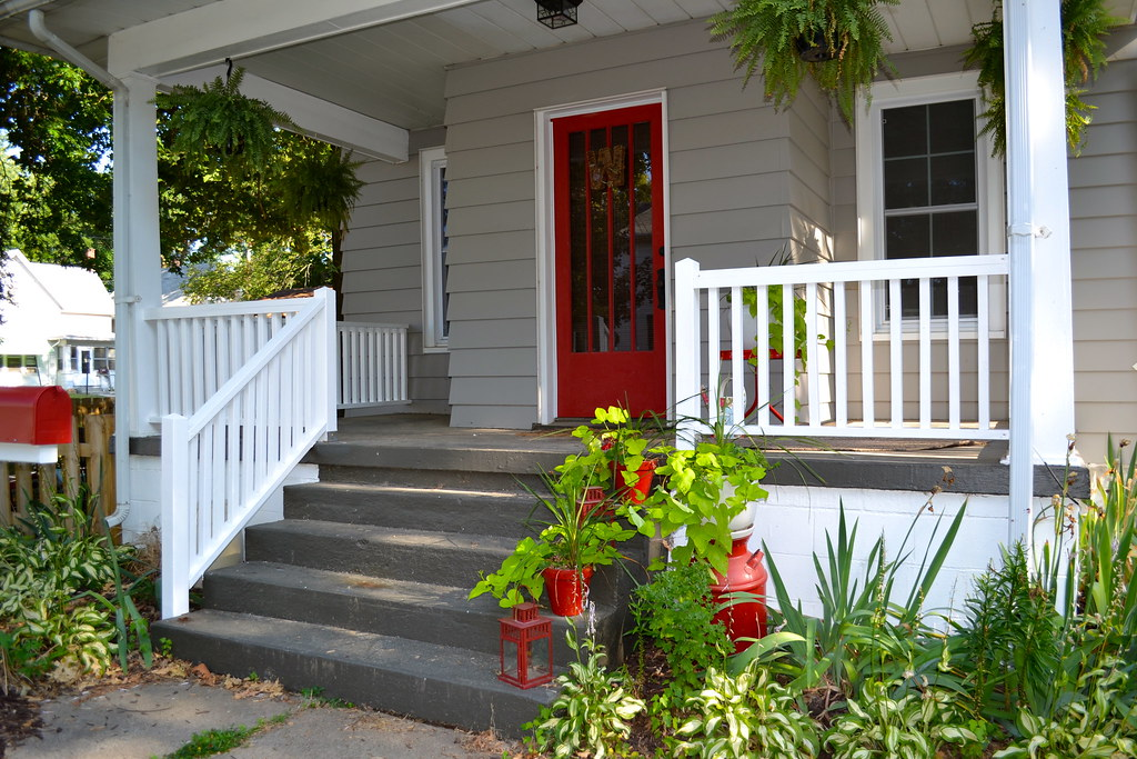 Pretty painted porch railings newlywoodwards for Porch floor paint ideas