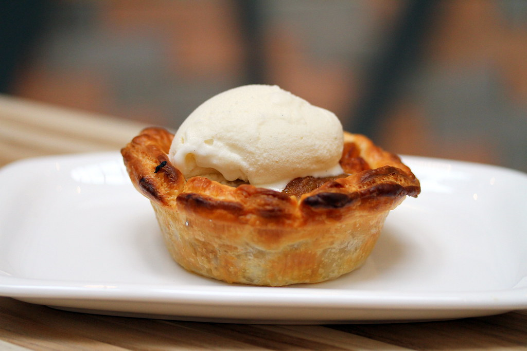 Poulet: Caramelised Apple in Puffy Tart