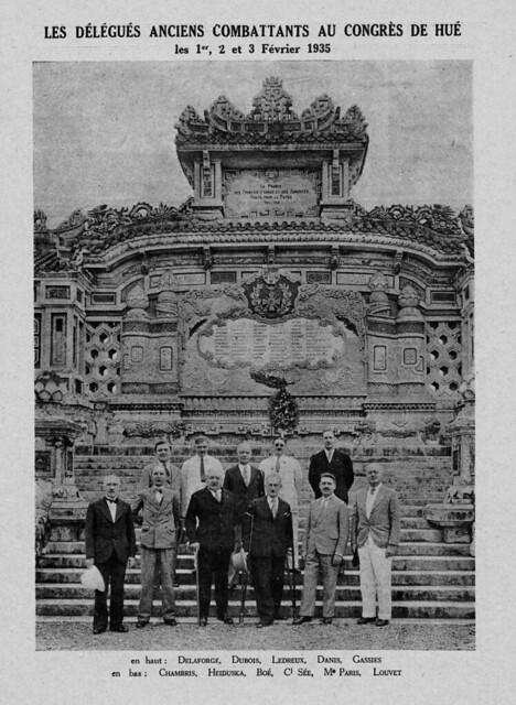 Huế 1935 - Đài kỷ niệm chiến sĩ trận vong Đệ nhất thế chiến (1914-1918) tại Huế, phía trước trường Quốc Học, tên quen gọi là Bia Quốc Học