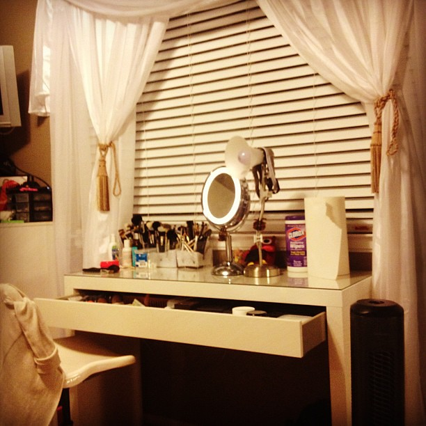 My new sleek desk from ikea!!! La la la love....