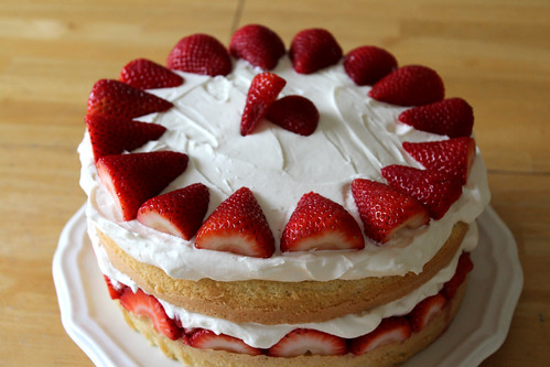 Strawberry Cream Cake - BakeBakeBake