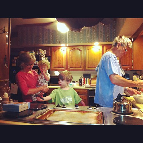Making Pancakes for Mother's Day with Yaya and Dingdad