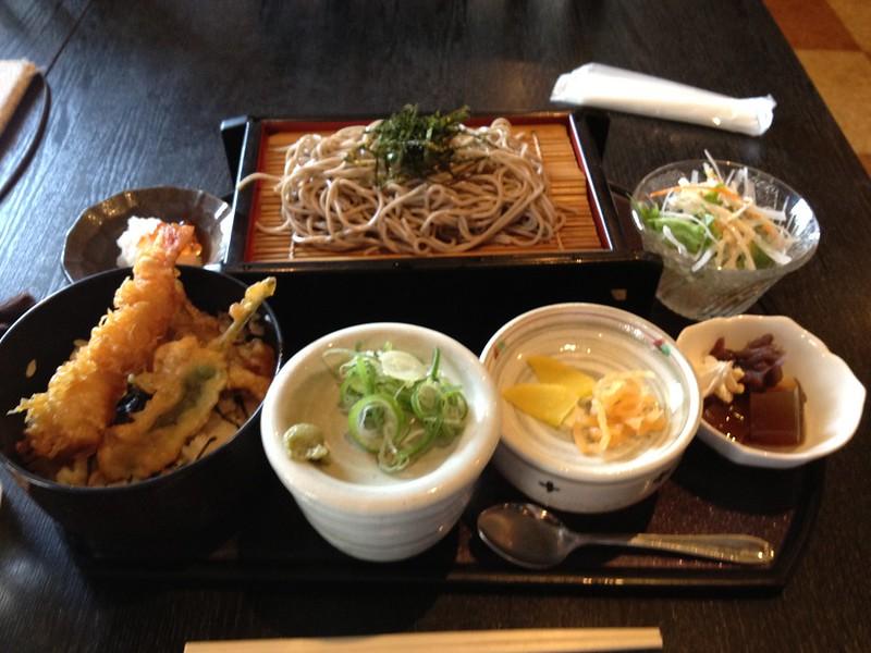 秋田駅前でお昼ごはん