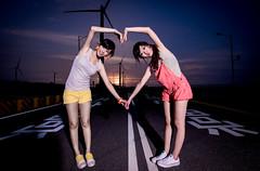 [フリー画像素材] 人物, 女性 - アジア, 人物 - 二人, 台湾人, 風力発電, ハート ID:201208082200