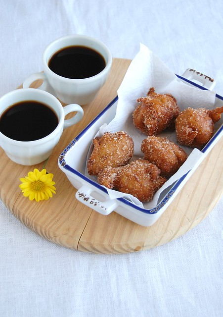 Apple and buttermilk fritters / Bolinhos de chuva de maçã e buttermilk