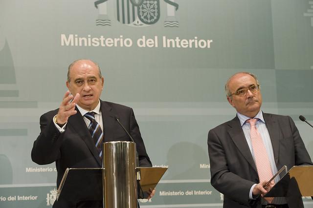 El ministro del interior y el director del cepc han for Escuchas del ministro del interior