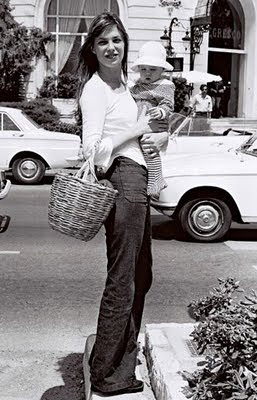 Jane_Birkin,_with_baby_in_Paris