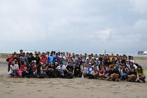 05earth-day-cleanup-tanah-merah-28apr2012[benjamin-tan]