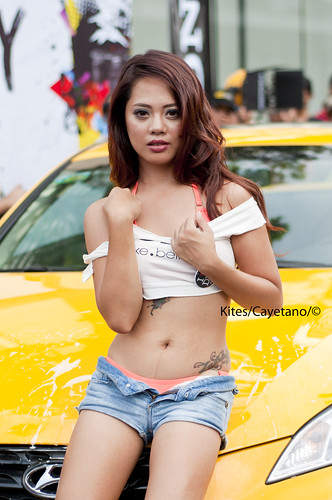 Sony's voluptuous carwash babe