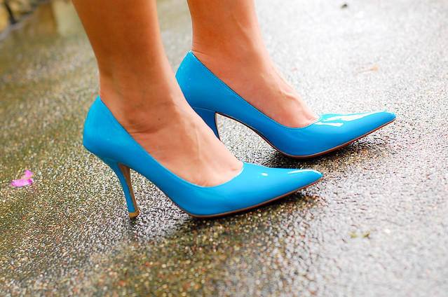 pointy blue heels