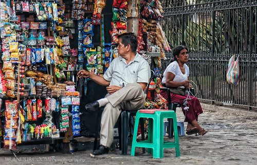 road street people color colour brick green art colors electric outdoors photography daylight photo ecuador amazing chair waiting holidays colorful downtown market photos native random candid sony tag tags images best historic explore photographs photograph pointandshoot stroll comments 2012 ec coombs brandur photogragh taged explored nex5 nex5n