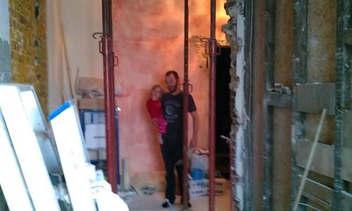 Weet nog, toen wij nog muren hadden tussen de badkamer en de gang? Vanmorgen was dat.