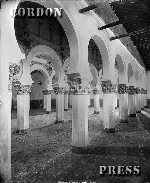 Sinagoga de Santa María la Blanca de Toledo hacia 1875-80. © Léon et Lévy / Cordon Press - Roger-Viollet