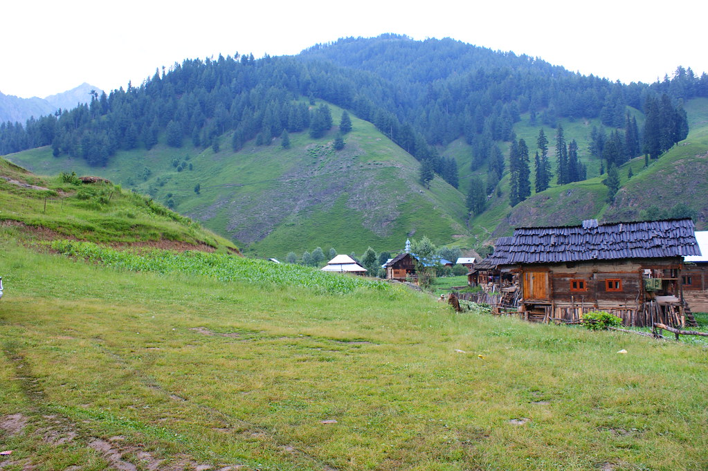 """MJC Summer 2012 Excursion to Neelum Valley with the great """"LIBRA"""" and Co - 7595663332 478e58a805 b"""