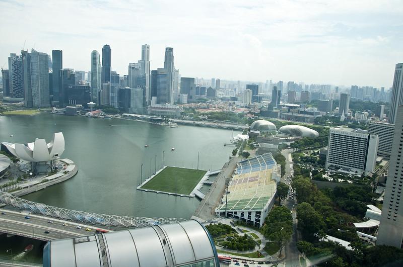 Стадион в водах бухты Марина Бэй