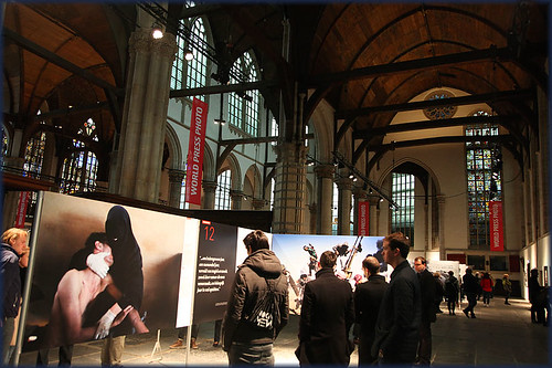 La foto de Samuel Aranda en una exposición del World Press Photo
