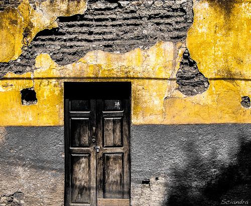 texture yellow facade mexico colonial ruin sanmigueldeallende guanajuato dorado m43 epl1 olympuspenepl1 mtsciandra mariasciandraphotography