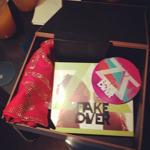 Unboxing album terbaru Mizz Nina - TAKE OVER