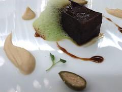 Wagyu con puré de apio, foie y salsa teriyaki